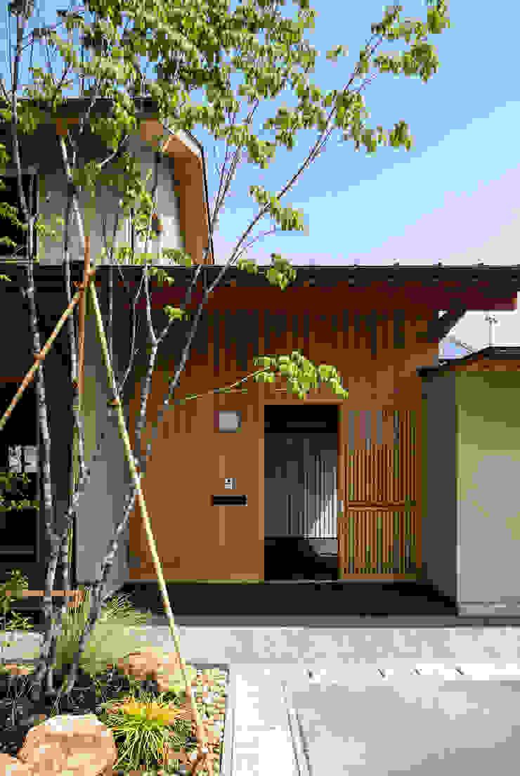 小笠原建築研究室 Modern houses Wood Beige