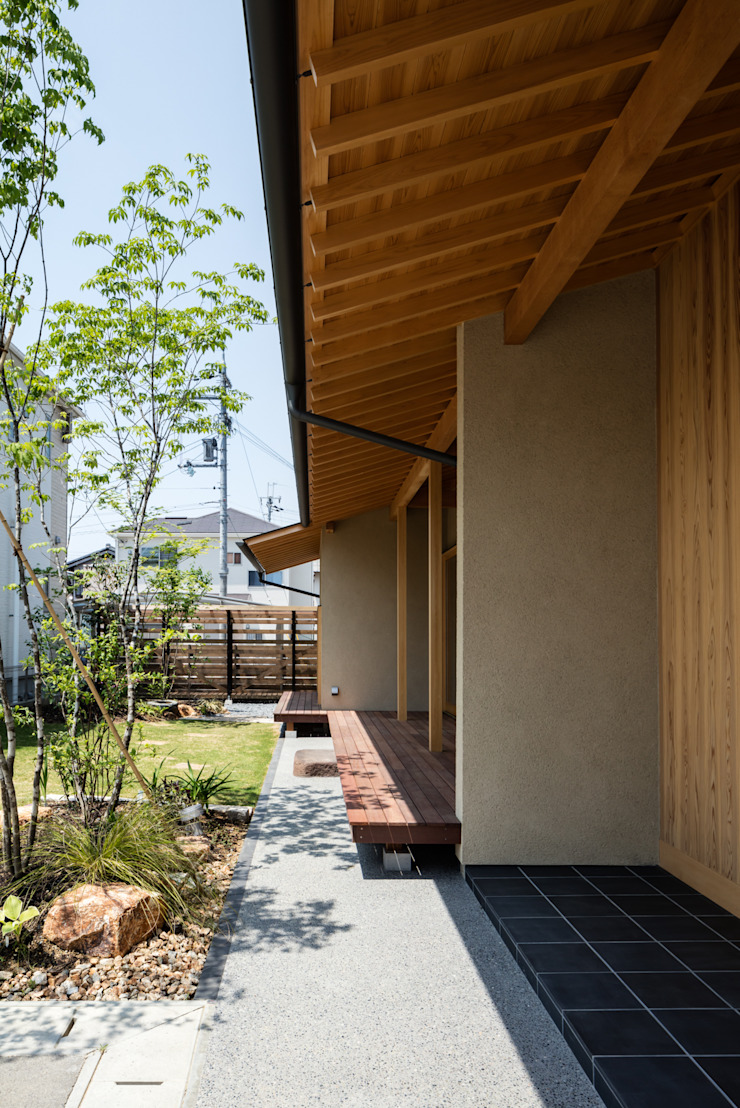 小笠原建築研究室 Gable roof Solid Wood Wood effect