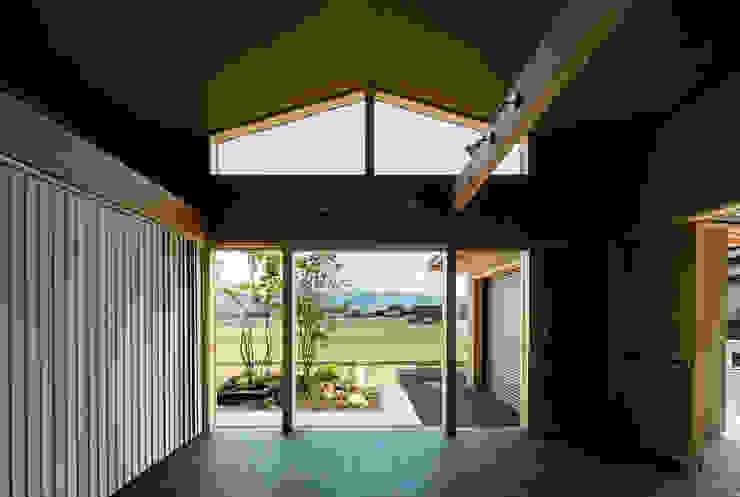 小笠原建築研究室 Wooden windows Tiles Black
