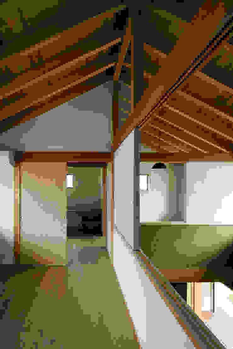 小笠原建築研究室 Modern style bedroom Wood White