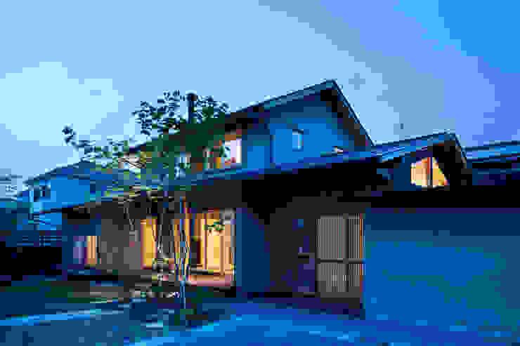 小笠原建築研究室 Single family home Solid Wood Orange