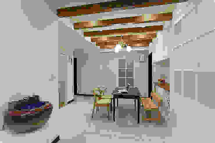 採用一點點的木作格柵增加室內的溫度 根據 弘悅國際室內裝修有限公司 古典風 木頭 Wood effect