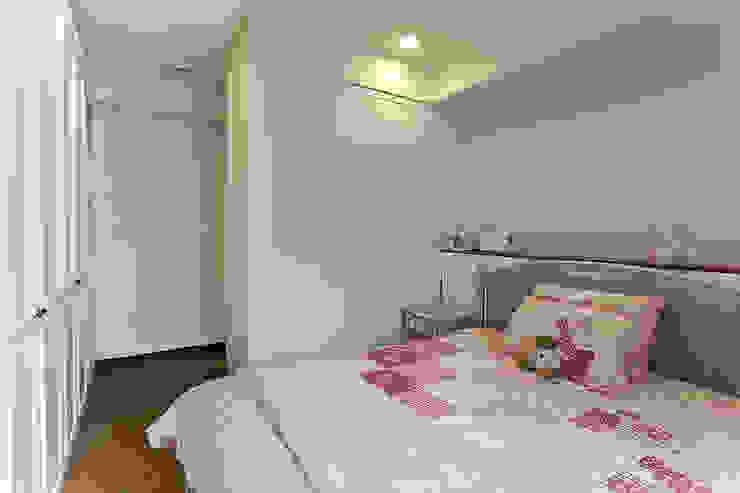 紫羅蘭夢幻色調搭配白色造型增添浪漫氛圍 根據 弘悅國際室內裝修有限公司 古典風 木頭 Wood effect