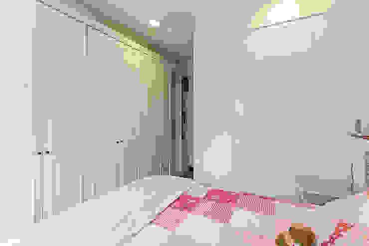 大面積收納櫃延伸視覺造型 根據 弘悅國際室內裝修有限公司 古典風 木頭 Wood effect