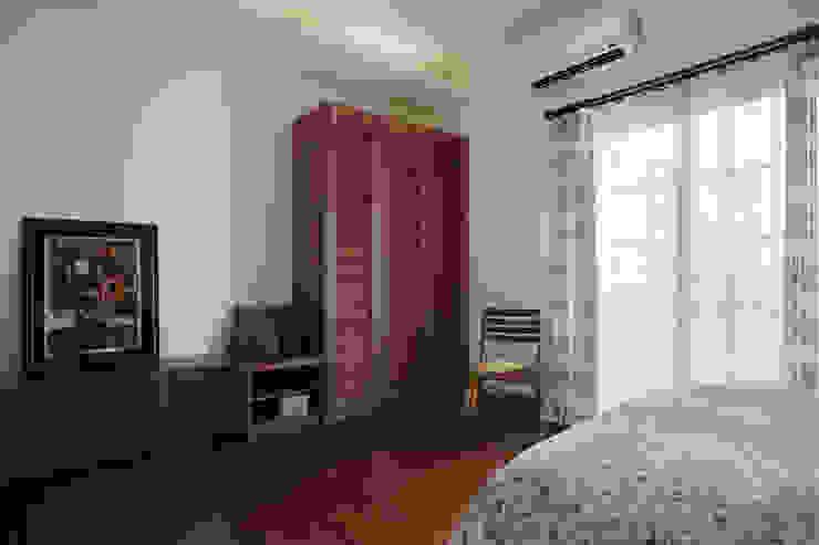 每個房間自有自的需求,足夠一週使用的衣櫃也不會縮減太多室內的寬敞感 根據 弘悅國際室內裝修有限公司 鄉村風 木頭 Wood effect