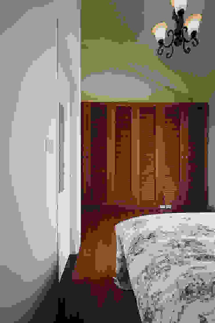 對於需求不同那就配置不同,整面的百葉置物櫃彷彿另有空間 根據 弘悅國際室內裝修有限公司 鄉村風 木頭 Wood effect