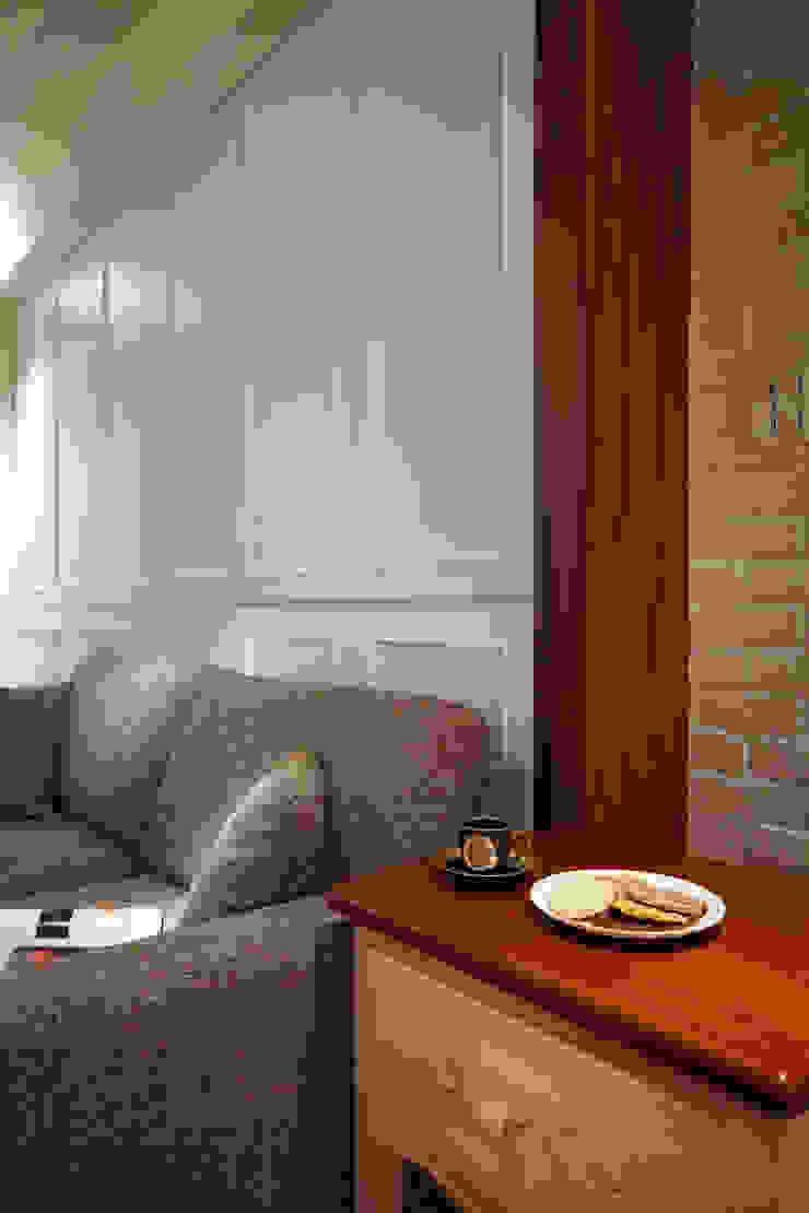 為純白的空間增加些許的木作紋路與質感增添室內的溫度 根據 弘悅國際室內裝修有限公司 鄉村風 木頭 Wood effect