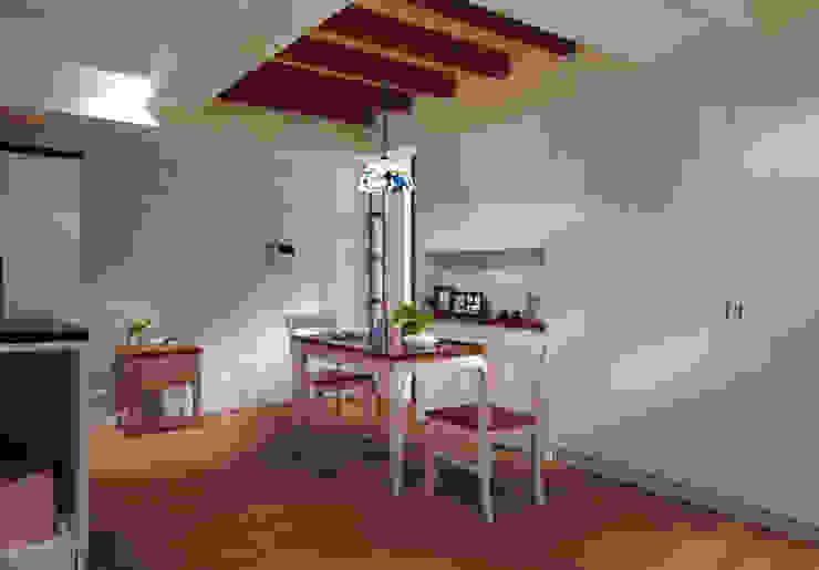 使用天花板界定空間,並增添用餐的氛圍 根據 弘悅國際室內裝修有限公司 鄉村風 木頭 Wood effect