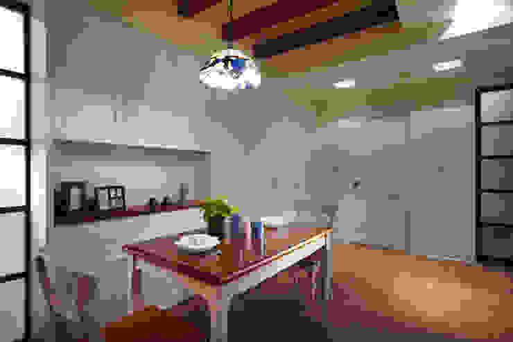 整體色系以白色為主,搭配不同形式的線條造型作為空間區分的表現 根據 弘悅國際室內裝修有限公司 鄉村風 MDF