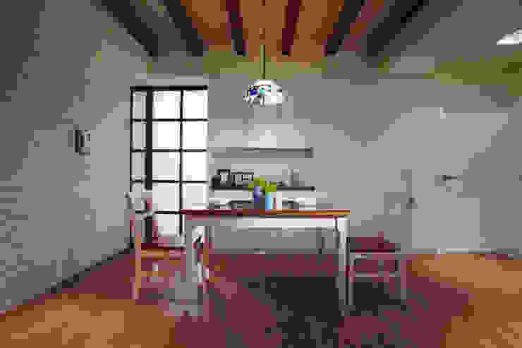 不同的線條苛化出不同的空間,其中有一個部分是通往衛浴空間的門 根據 弘悅國際室內裝修有限公司 鄉村風 木頭 Wood effect