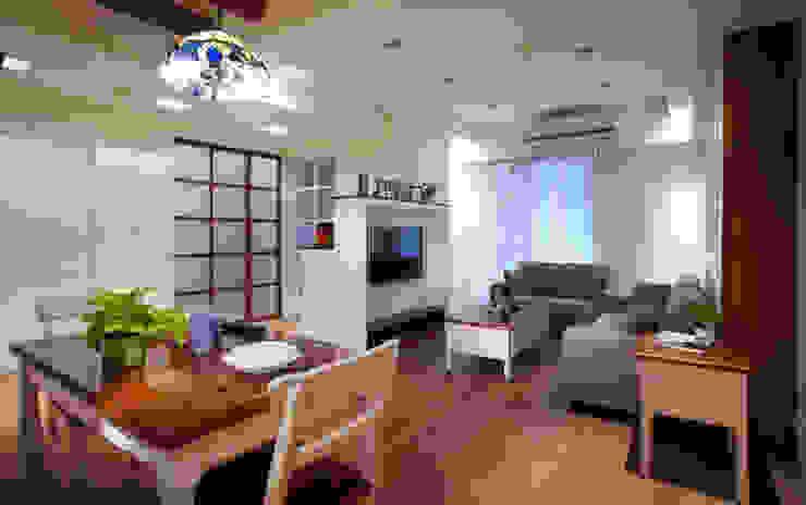破除舊有隔間增加室內的通透感與彼此之間相互的連結 根據 弘悅國際室內裝修有限公司 鄉村風 木頭 Wood effect