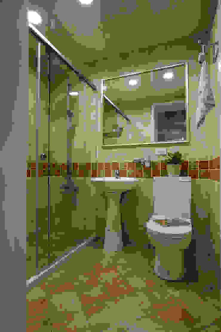 多一點點的變化就能讓淋浴衛生空間豐富多樣 根據 弘悅國際室內裝修有限公司 鄉村風 磁磚