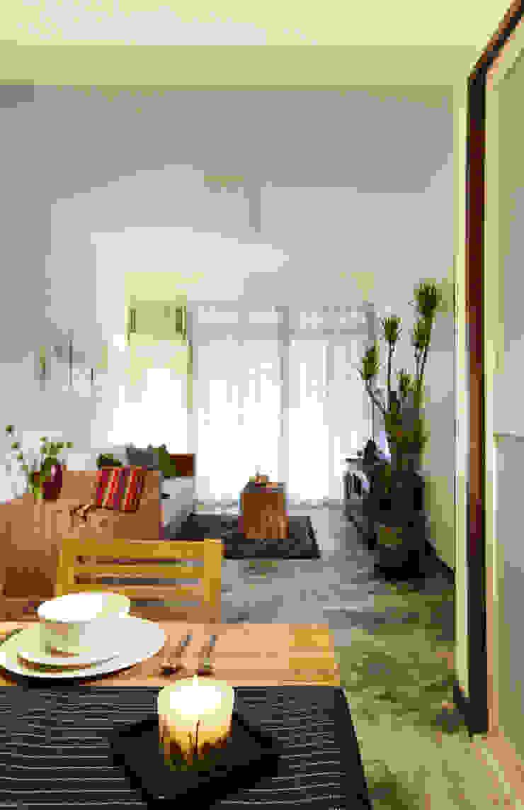 水泥地坪自然不做作的紋路搭配植栽營造度假感 根據 弘悅國際室內裝修有限公司 日式風、東方風 水泥