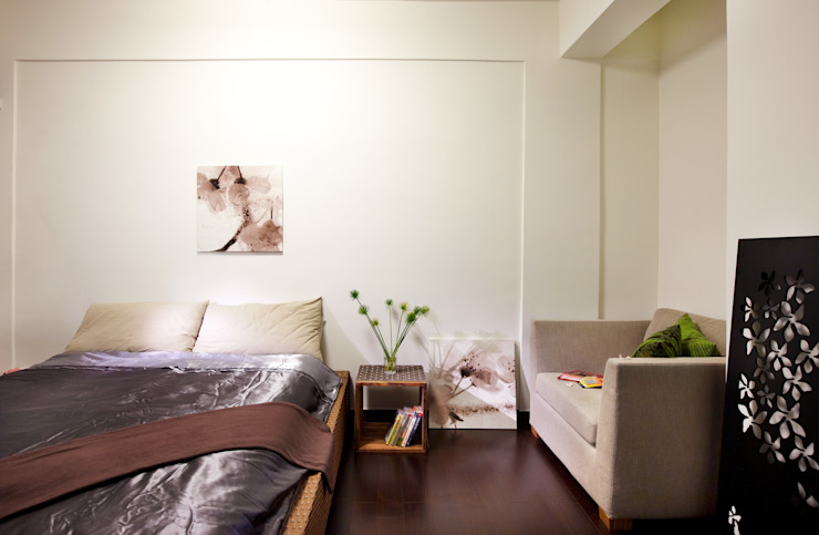 些許的綠意點綴也是為了營造自然輕鬆的度假感 根據 弘悅國際室內裝修有限公司 日式風、東方風 實木 Multicolored