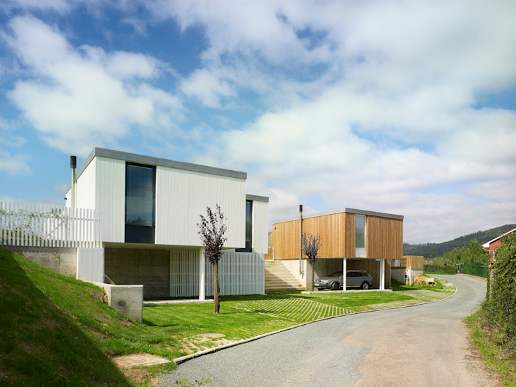 Houses by ADDOMO , Modern