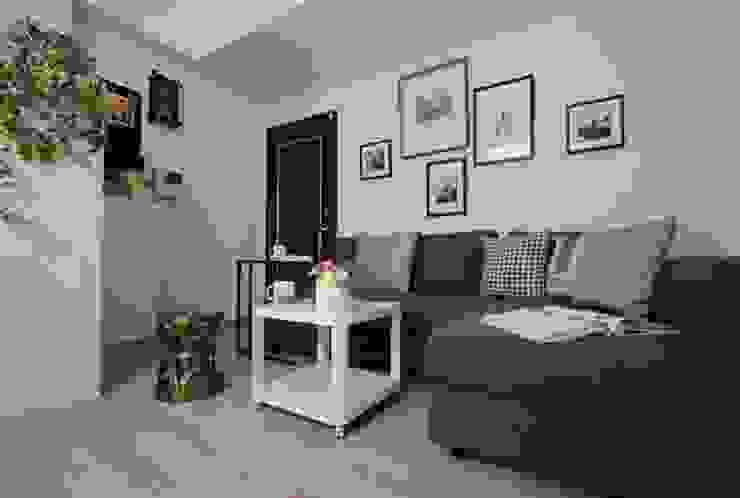 L型的沙發床展開,即可在此休息過夜 现代客厅設計點子、靈感 & 圖片 根據 大觀創境空間設計事務所 現代風