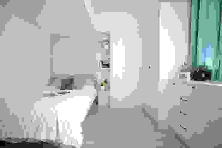 臥室空間也是主要的衣物收納區。 根據 大觀創境空間設計事務所 現代風