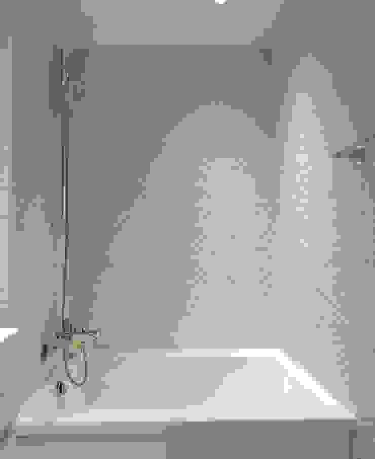 仿圓形馬賽克效果壁磚 現代浴室設計點子、靈感&圖片 根據 大觀創境空間設計事務所 現代風