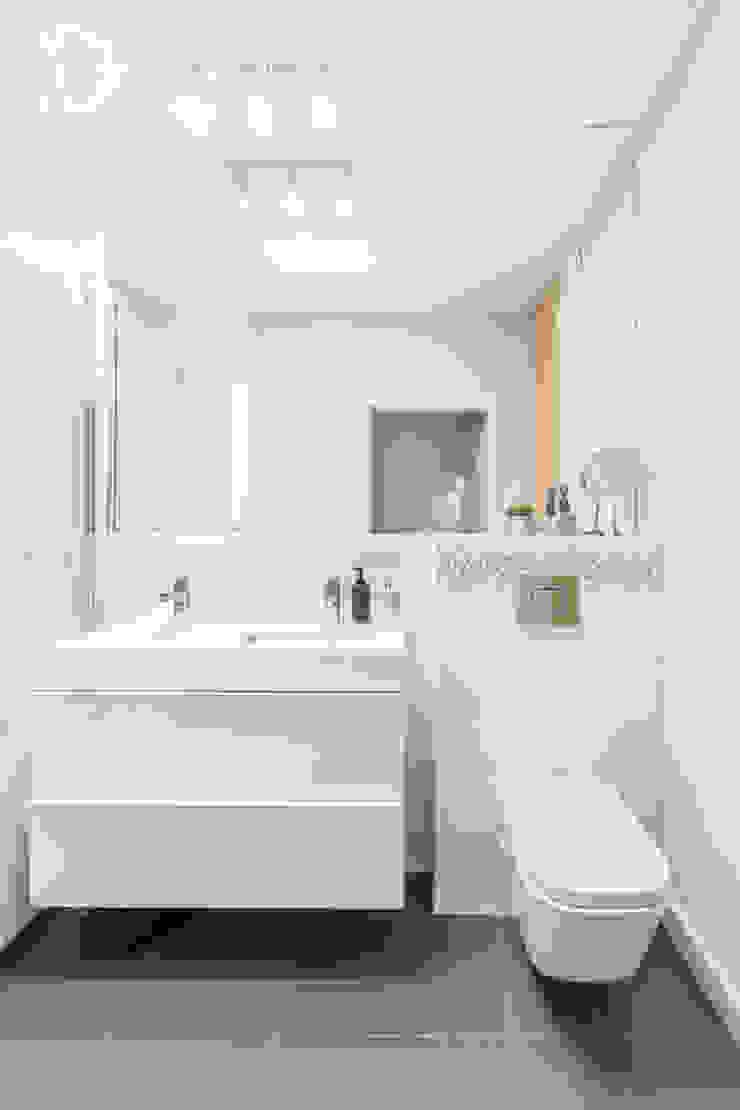 Moderne Badezimmer von Decoroom Modern