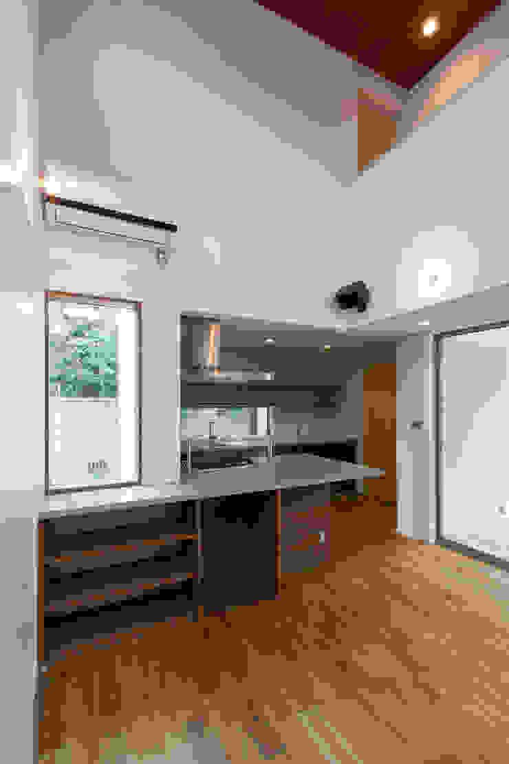 Modern dining room by 株式会社ココロエ Modern