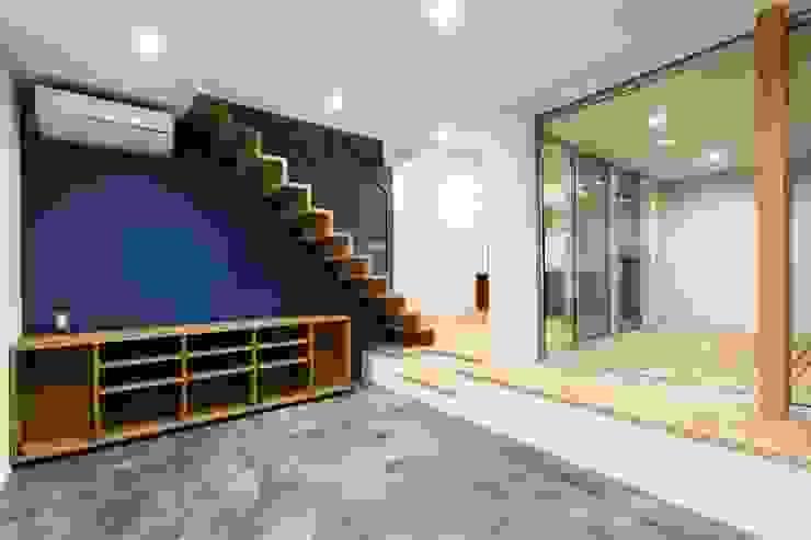 株式会社ココロエ Modern living room