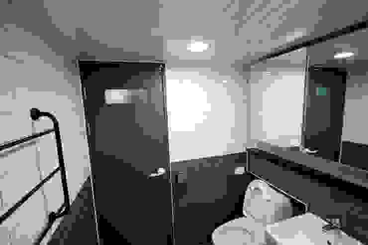 Modern bathroom by STORY ON INTERIOR Modern