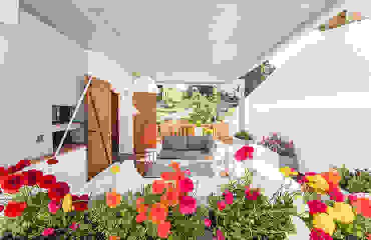 Balcone, Veranda & Terrazza in stile rurale di Silvia R. Mallafré Rurale