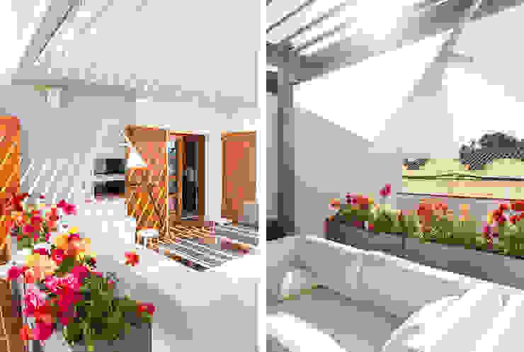 Balcone, Veranda & Terrazza in stile moderno di Silvia R. Mallafré Moderno