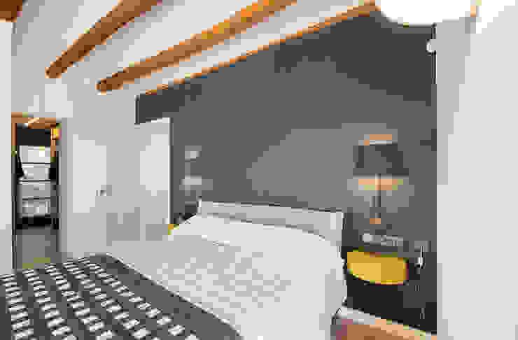 Dormitorios de estilo rústico de Silvia R. Mallafré Rústico