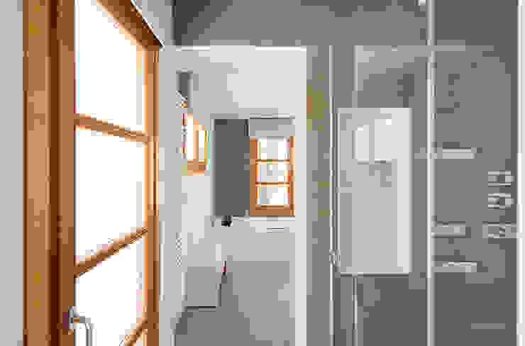 Bagno moderno di Silvia R. Mallafré Moderno
