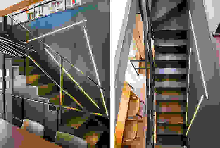 Casa en Sant Pau d'Ordal Pasillos, vestíbulos y escaleras de estilo moderno de Silvia R. Mallafré Moderno