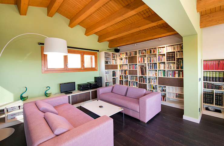 Casa en Sant Pau d'Ordal Salones de estilo rural de Silvia R. Mallafré Rural