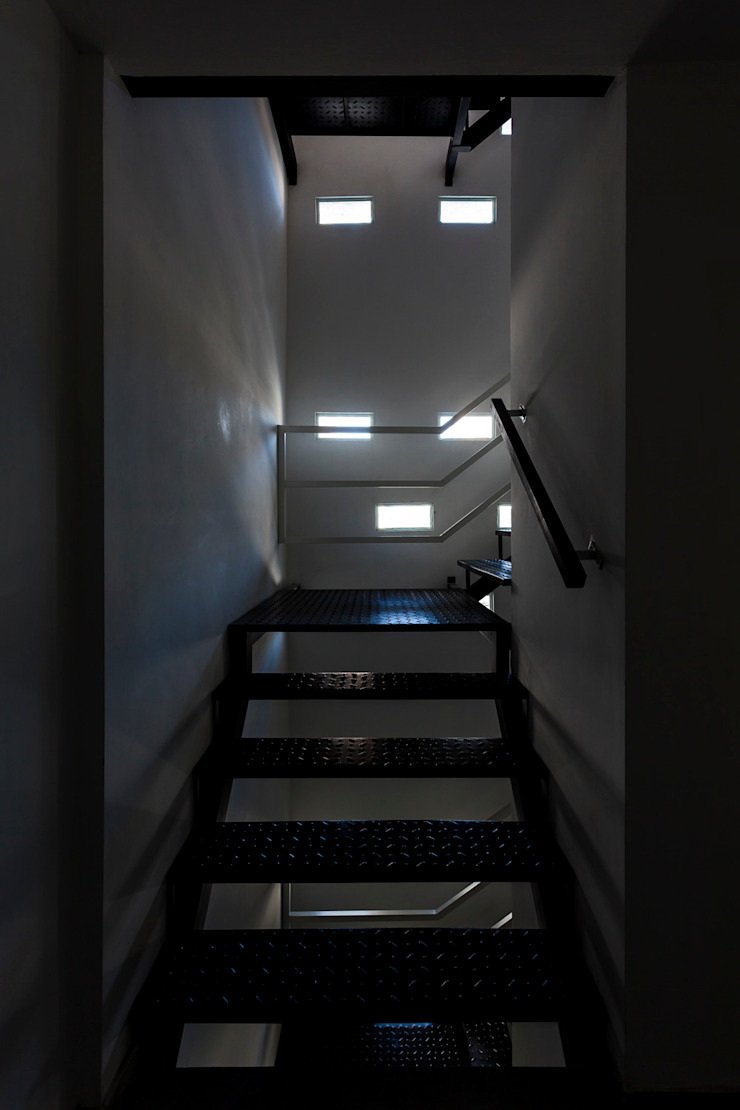 Koridor & Tangga Modern Oleh Garnerone + Ramos Arq. Modern