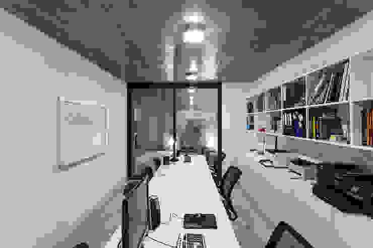 Ruang Studi/Kantor Modern Oleh Garnerone + Ramos Arq. Modern