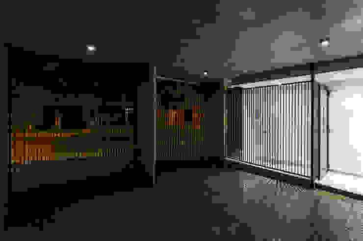 Garasi Modern Oleh Garnerone + Ramos Arq. Modern
