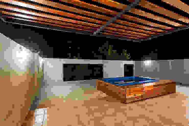 Balkon, Beranda & Teras Modern Oleh Garnerone + Ramos Arq. Modern