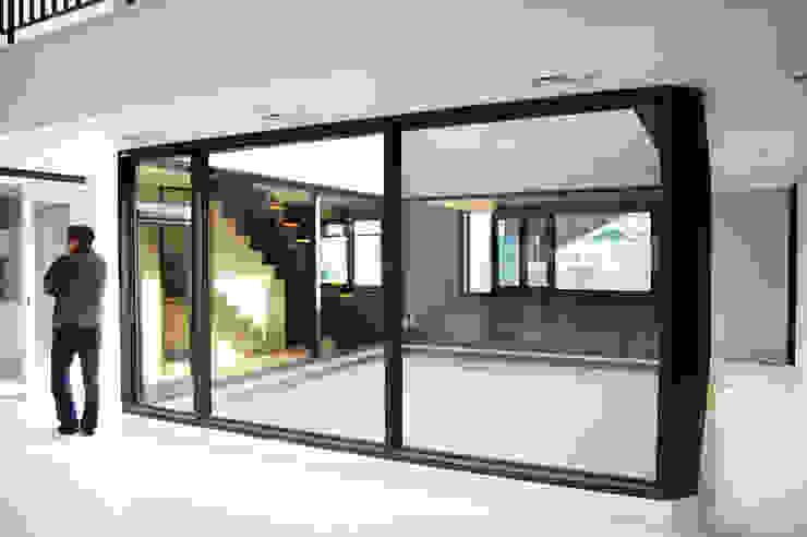 플라츠_울산시 중구 유곡동 470-1 상가주택 모던스타일 온실 by AAG architecten 모던