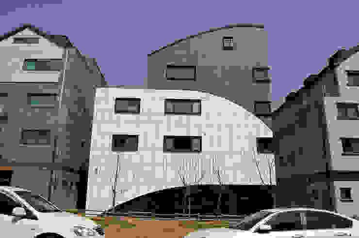 유미재_안양시 박달동 925-3 상가주택 모던스타일 주택 by AAG architecten 모던