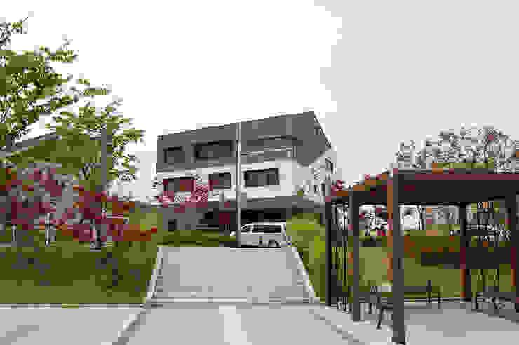 어라운드93_울산시 중구 약사동 430-3 상가주택 모던스타일 주택 by AAG architecten 모던