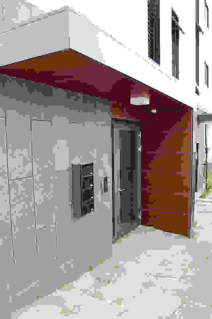 어라운드93_울산시 중구 약사동 430-3 상가주택 by AAG architecten