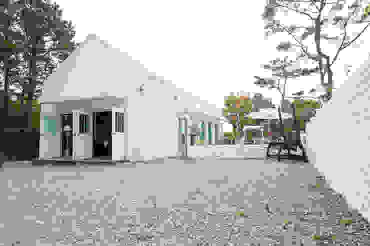 Rumah Modern Oleh AAPA건축사사무소 Modern