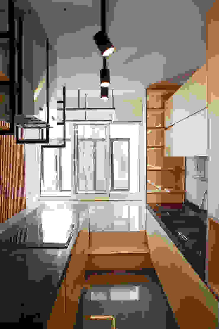 Modern Kitchen by AAPA건축사사무소 Modern