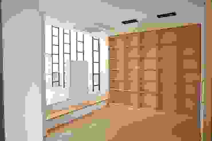 Modern Garage and Shed by AAPA건축사사무소 Modern