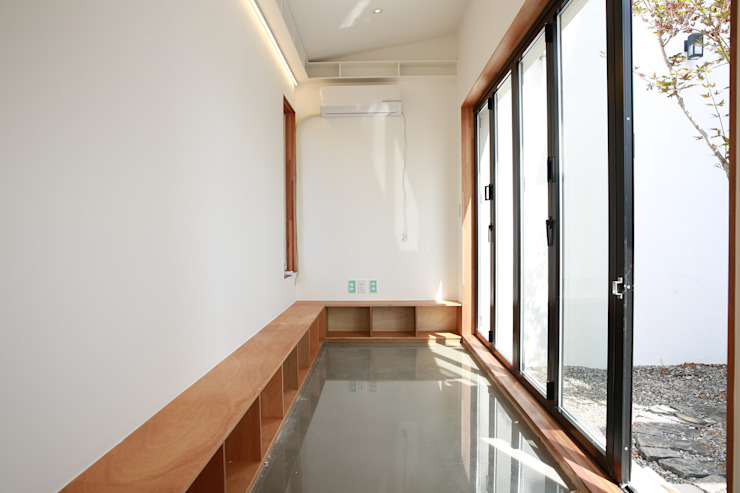 Modern walls & floors by AAPA건축사사무소 Modern