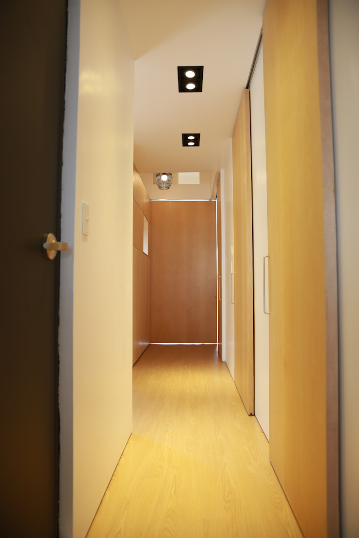 Modern Walls and Floors by AAPA건축사사무소 Modern
