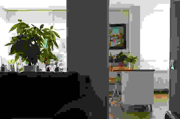 Moderne woonkamers van Casas Cube Modern