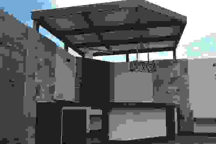 Modern Garden by Daniel Teyechea, Arquitectura & Construccion Modern