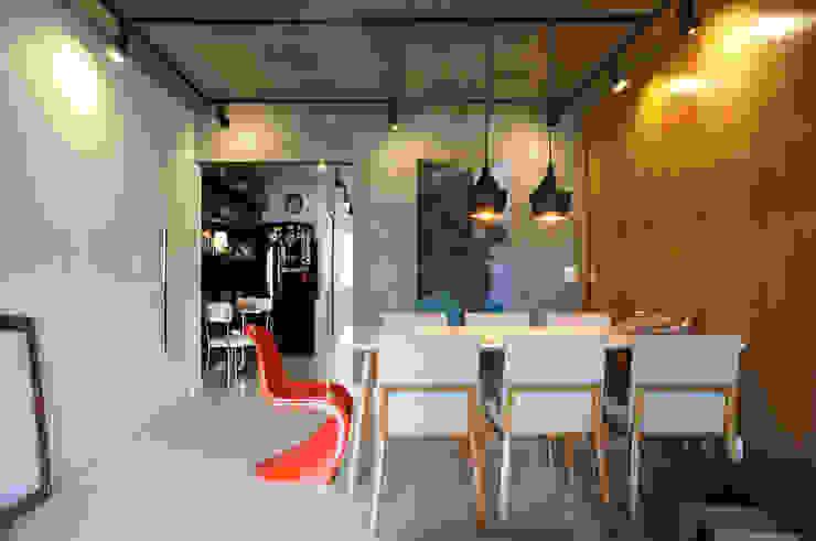 Sala Salas de jantar modernas por Lelalo - arquitetura e design Moderno Concreto