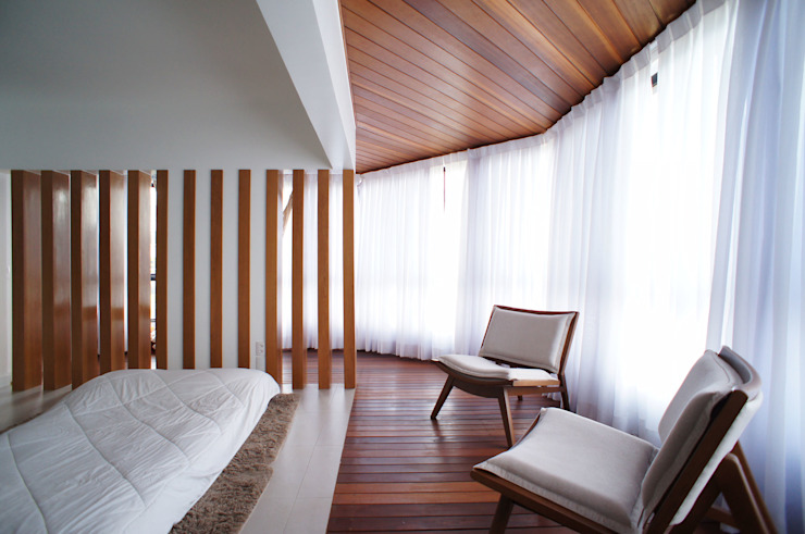 de Lelalo - arquitetura e design Escandinavo Madera maciza Multicolor