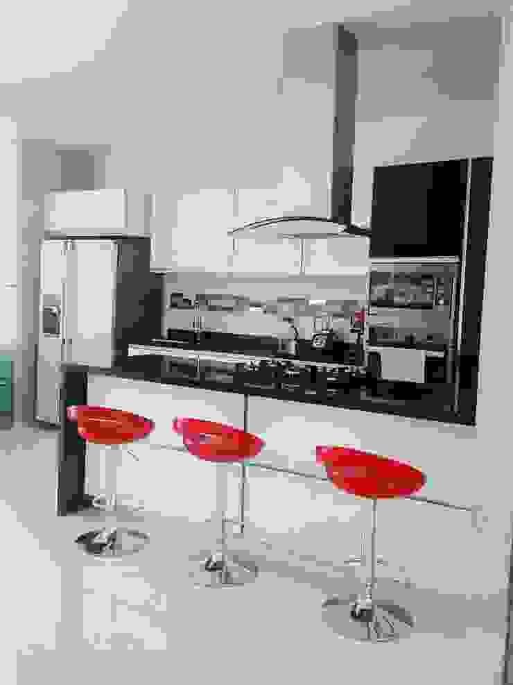 Modern Kitchen by CONSTRUCTOR INDEPENDIENTE Modern